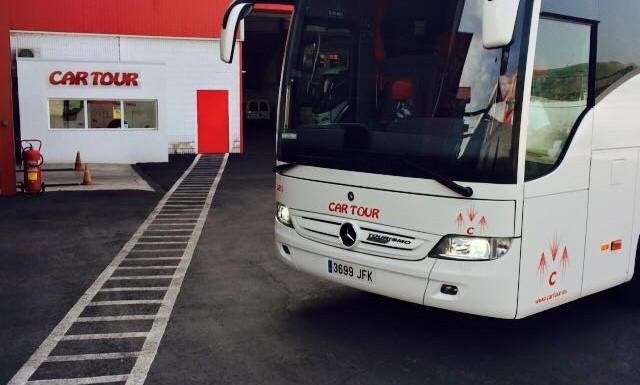 cartour mercedes coach front